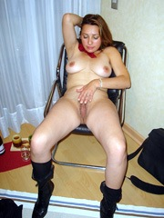 The latin wife fully strips and poses..