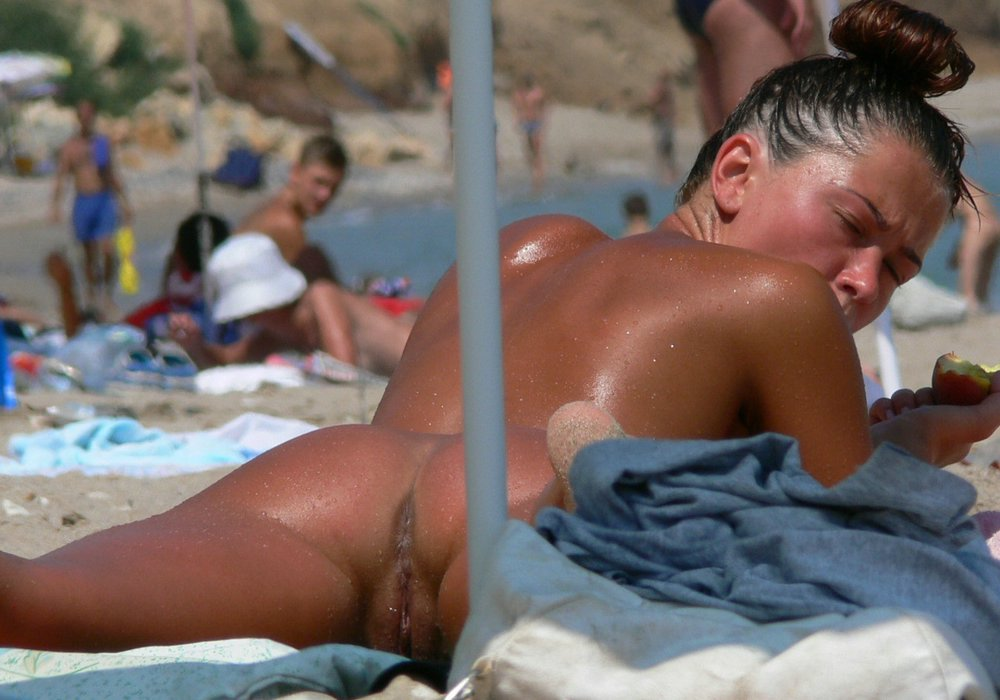 hot girls and mature women spreading legs on the nudist beach see